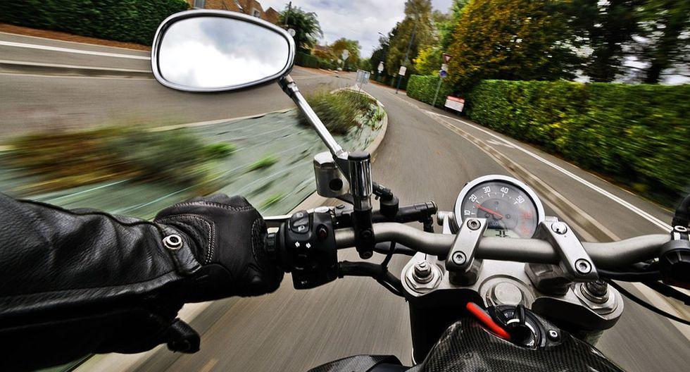 El video que muestra cómo perdió el control de la motocicleta al intentar hacer una maniobra se volvió viral en YouTube. (Pixabay / christels)