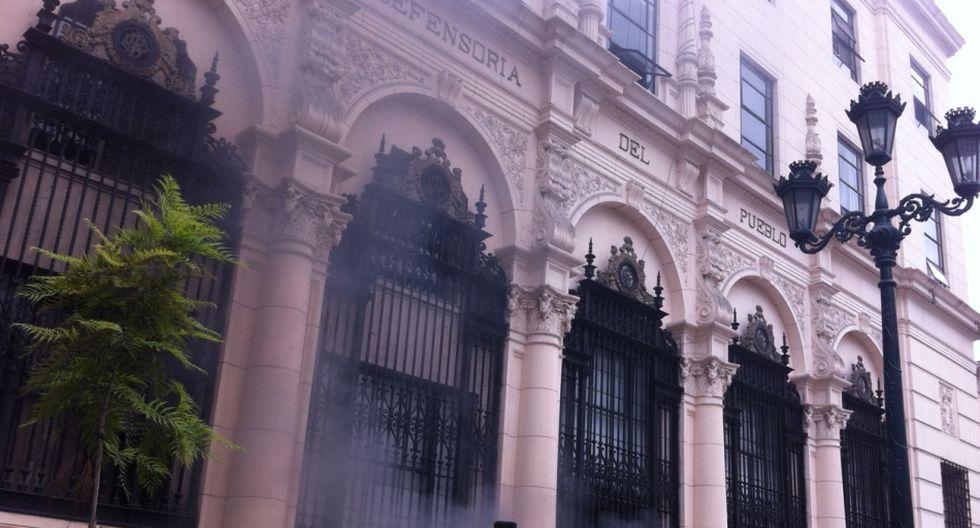 Pánico por explosión y humo tóxico en el Cercado de Lima - 10