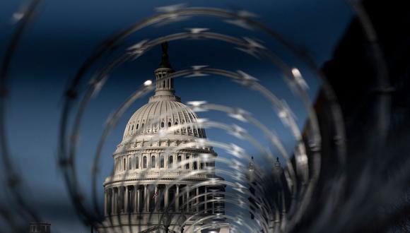 Cercas de seguridad rodean el Capitolio de Estados Unidos el 4 de marzo de 2021. (Foto de Brendan Smialowski / AFP).