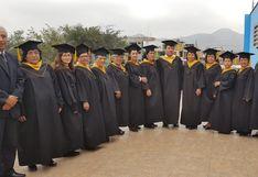 Mujeres mayores de 60 años se gradúan tras culminar sus estudios escolares