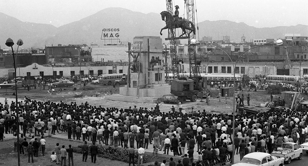 Monumento de Castilla en plena instalación en 1969. (Foto: GEC Archivo Histórico).
