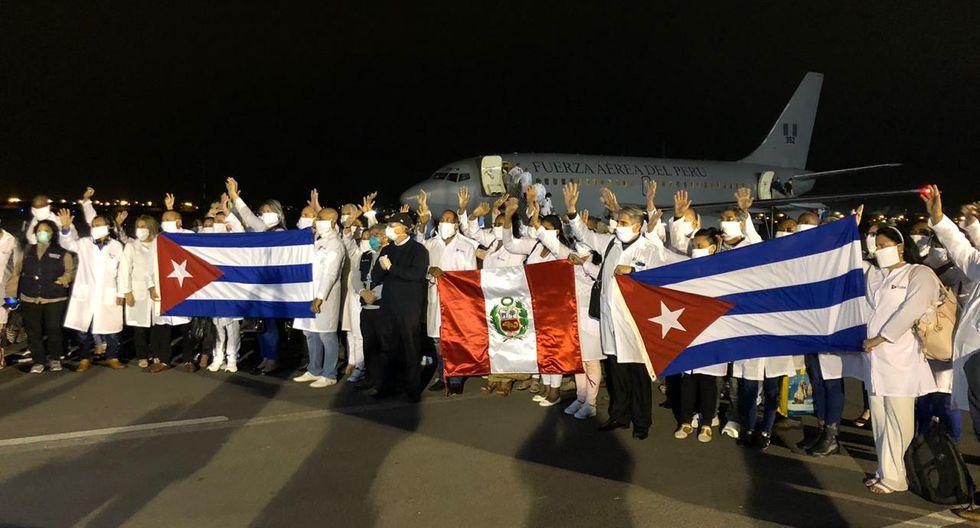 Una misión de 85 médicos cubanos y otros 34 peruanos repatriados llegan al Perú, en la noche del pasado 3 de junio. (Foto: Cuenta de Twitter de Migraciones).