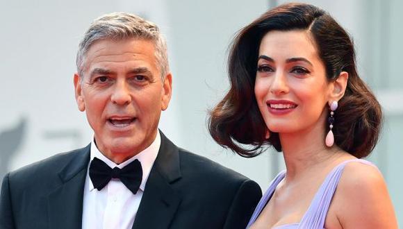 El actor y su pareja, la abogada Amal Clooney, en el Festival de Venecia. (Foto: Efe)