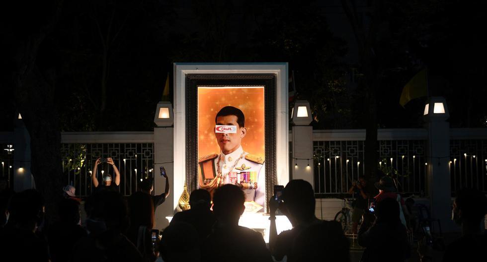 Desde 1932 la corona tailandesa no había sido desafiada. En parte por el respeto al monarca y, por otro lado, debido al temor a las draconianas leyes que sancionan esto. La llegada al poder de Rama X y sus constantes escándalos, sin embargo, han conseguido que la indignación sea mayor al temor. (Foto: Reuters)