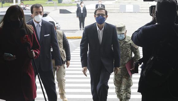 El presidente Martín Vizcarra llega al Congreso para sustentar su defensa ante el pleno en el debate de la primera moción de vacancia en su contra, el pasado 18 de setiembre. (Foto: Congreso).