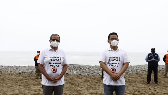 """Los alcaldes lucieron un polo en el que se lee """"Cerrando playas salvamos vidas"""". ( Fotos: Jessica Vicente/ @photo.gec)"""