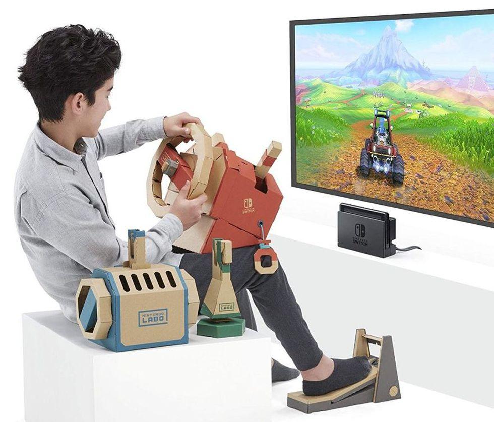 Nintendo Labo nos permite jugar con juguetes de cartón que funcionan como extensión del Switch. (Difusión)