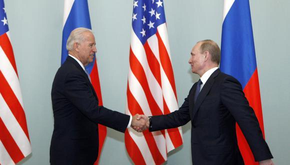 En esta foto del 10 de marzo del 2011, el entonces vicepresidente Joe Biden se reunió con Vladimir Putin, cuando tenía el cargo de primer ministro de Rusia. Desde esa vez, no se han vuelto a ver personalmente. (AP)