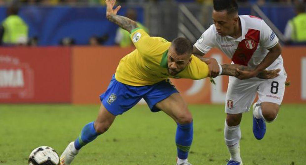 Alves, de 36 años, se encuentra libre tras culminar su vínculo con el PSG. (Foto: AFP)