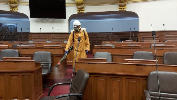 Por segunda ocasión, este martes 7 se lleva a cabo trabajos de desinfección en todos los ambientes legislativos. [Foto: Congreso de la República]
