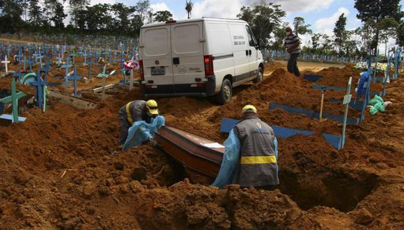 Brasil es el segundo país en número de muertes y contagios por la covid-19, con casi 285.000 fallecimientos y 11,7 millones de casos confirmados en un poco más de un año de la pandemia y con sus picos diarios más altos en los últimos días. (Foto Referencial: AP/ Edmar Barros).