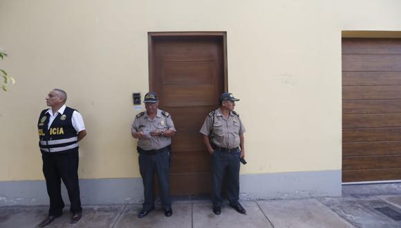 La vivienda del ex presidente permanece resguardada por personal policial, en donde se realiza una diligencia de allanamiento. (Foto: Mario Zapata / GEC)