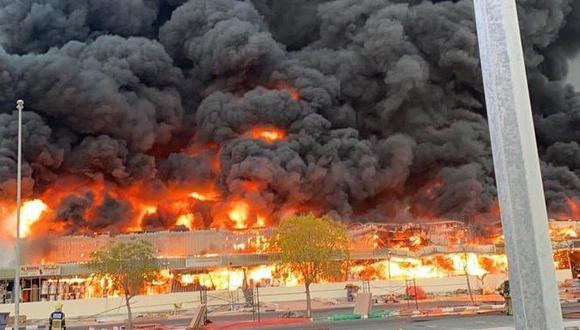 Emiratos Árabes Unidos: se registra un gran incendio en un mercado de Ajmán. (Twitter).