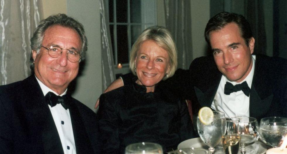 Bernie Madoff, su esposa Ruth y su hijo Mark en una foto del 2001. (Foto: Getty Images)