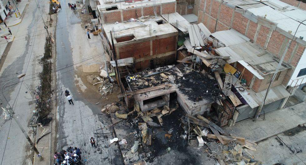 Incendio por fuga de gas dejó al menos 100 personas y 20 viviendas afectadas en Villa El Salvador.  (Carlos Hidalgo / El Comercio)
