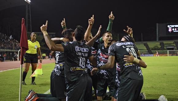 Alianza Lima y Estudiantes no han logrado sumar en el torneo. (Foto: AFP)