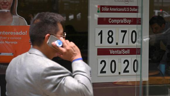 El dólar se negociaba en 20,8700 pesos en el mercado de México. (Foto: AFP)