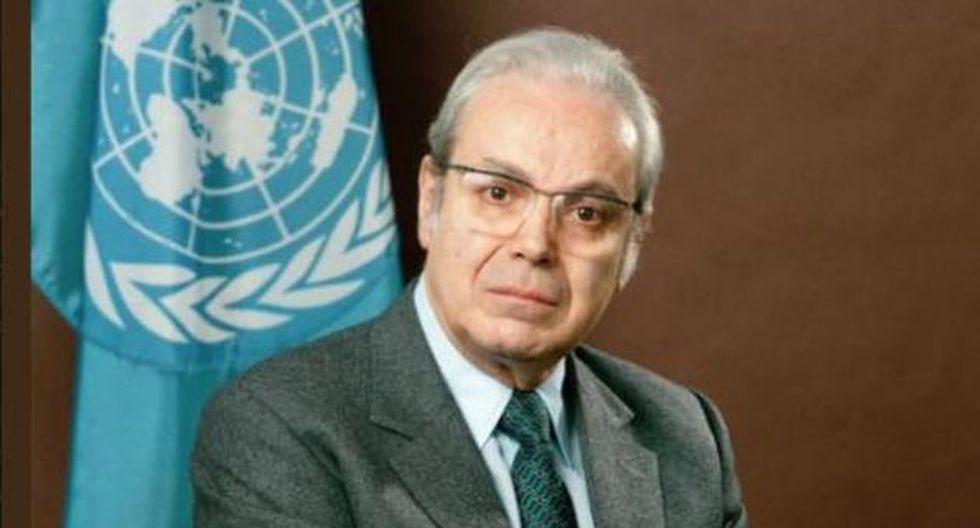 La muestra, que celebra los 100 años del diplomático, a cumplirse el próximo 19 de enero,  reúne 65 fotografías que dan testimonio, en gran parte, de su papel como secretario general de las Naciones Unidas entre 1982 y 1991.