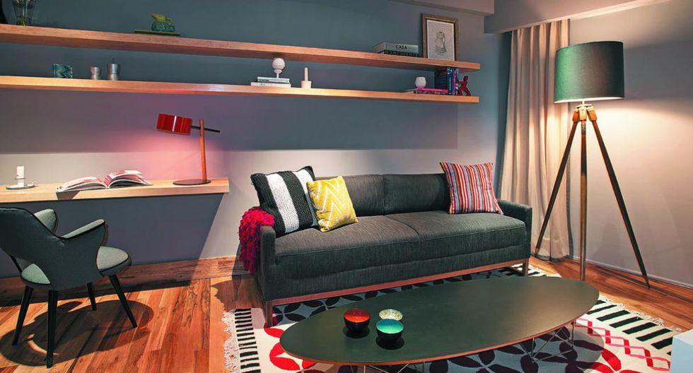 El mobiliario. No se recomiendan los sofás grandes ni las camas muy amplias, porque van a saturar las habitaciones. Los muebles seccionales son una buena opción pues ayudan a aprovechar el espacio. (Foto: Muro Rojo Arquitectura)