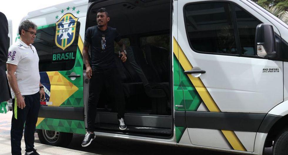 Paulinho descendiendo del vehículo oficial de la selección brasileña. (Foto: CBF)