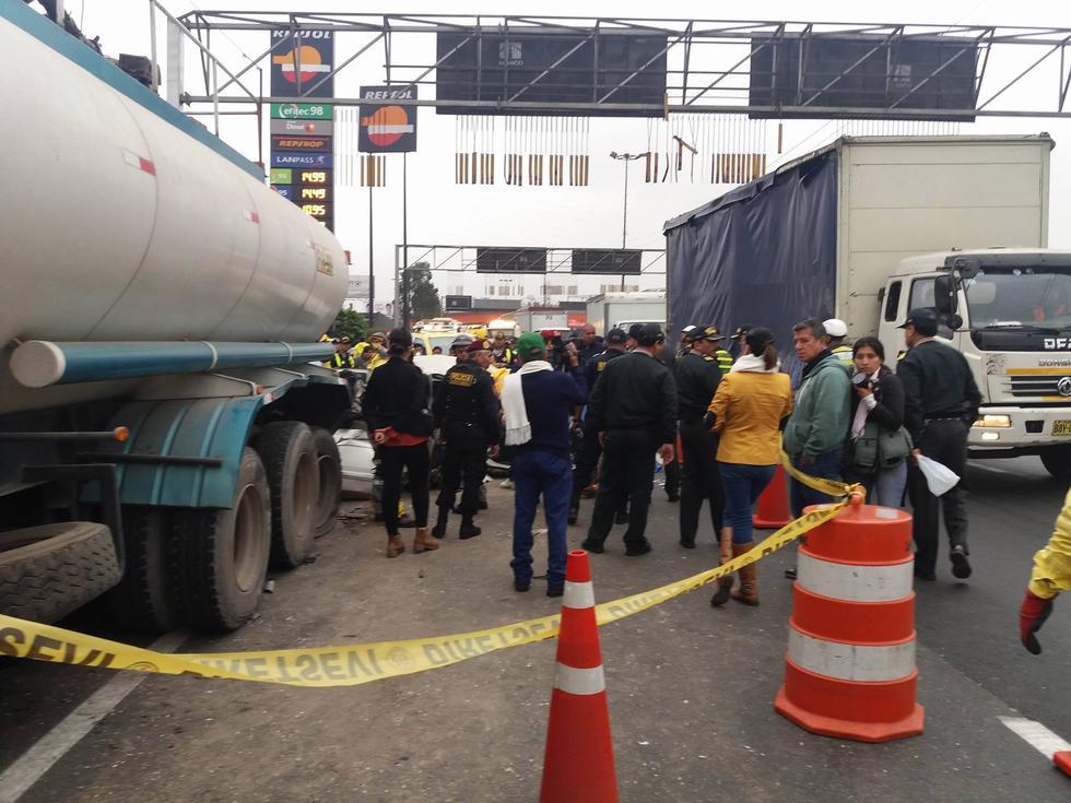 Accidente de tránsito dejó un muerto. Varios carriles en la Vía de Evitamiento estuvieron cerrados. (Foto: Yasmín Rosas / El Comercio)