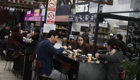 En Mercado San Martín hay marcas de comida marina o japonesa, saltados al wok, smoothies, postres, entre otros. (Foto: César Campos / El Comercio)