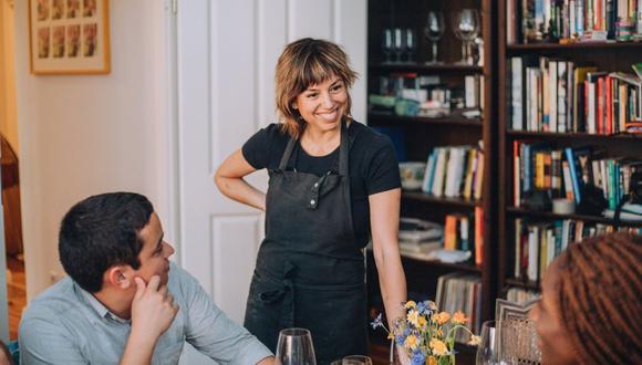 Mónica Kisic es fundadora y directora de Roots Radicals, organización que fundamenta su cocina en la filosofía cero-desperdicio, el reciclaje y la economía circular, para reconectar a las personas con la comida. (Foto: Facebook)