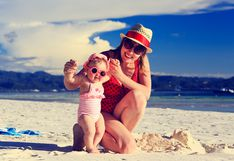 Verano: 8 recomendaciones para ir a la playa con tu bebé