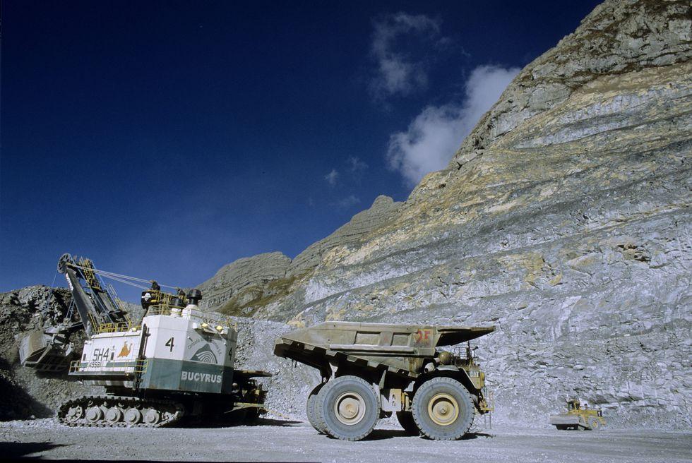 En la Minería e industria se ha considerado la: explotación, beneficio, almacenamiento, transporte y cierre de minas del estrato de la gran minería y, proyectos en construcción de interés nacional e hidrocarburos. (Foto: GEC)