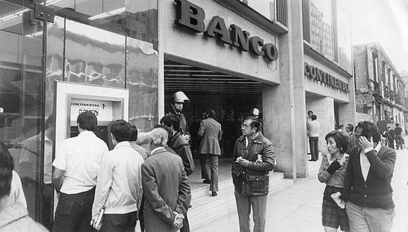El Banco Continental trajo al Perú el primer cajero automático en los primeros años de la década de los 80. (Foto: Archivo El Comercio)