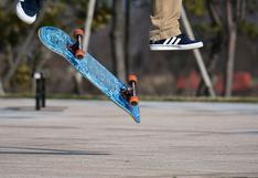 EEUU: alegre policía deleita a grupo de niños al demostrar sus habilidades como 'skater'