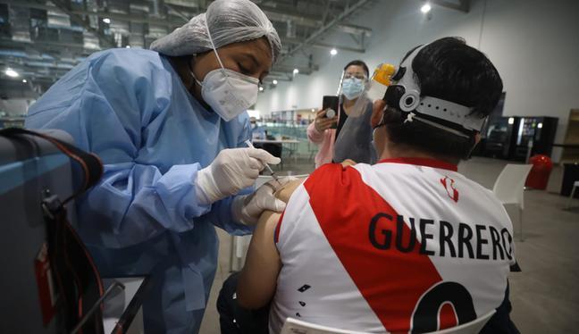 En el país, ya se han aplicado más de 12 millones de dosis de la vacuna contra el coronavirus. Ello, sumando a los que han recibido la primera y la segunda dosis. (Foto: GEC)