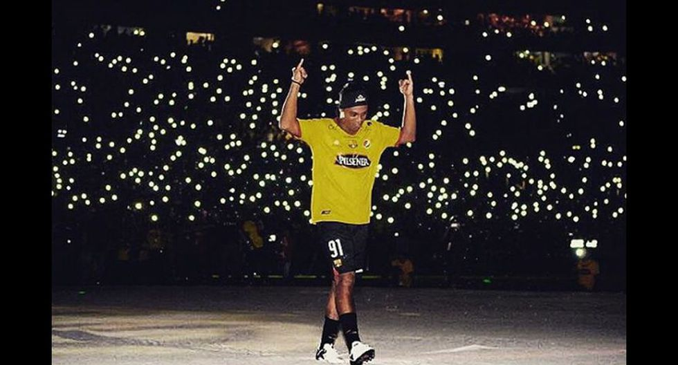 Ronaldinho cumplió un año como ex jugador: mira a qué se dedicó - 8