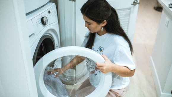 Si limpias de manera regular la lavadora hay menos probabilidades de que se estropee el electrodoméstico. (Foto: RODNAE Productions / Pexels)