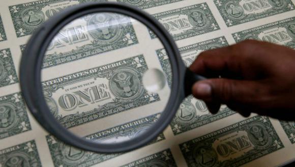 El dólar opera a la baja el martes. (Foto: Reuters)