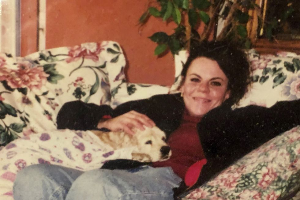 Una fotografía de Melanie Billhartz captada en 1999 en la casa de su madre en El Paso, Texas. La fotografía fue cedida por la hermana de Melanie, Lana Rivera, a la agencia AP.