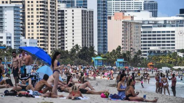 Miami's beaches have been crowded, with people no longer following the recommendations for covid-19.