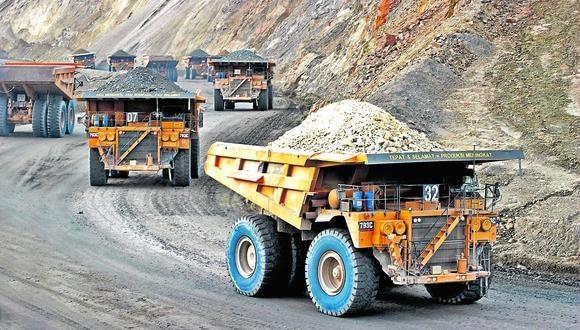 """La SNMPE precisa que la minería deja un 77% de sus ganancias en el Perú y solo """"se lleva"""" (distribuye entre sus accionistas) un 23%, en promedio."""