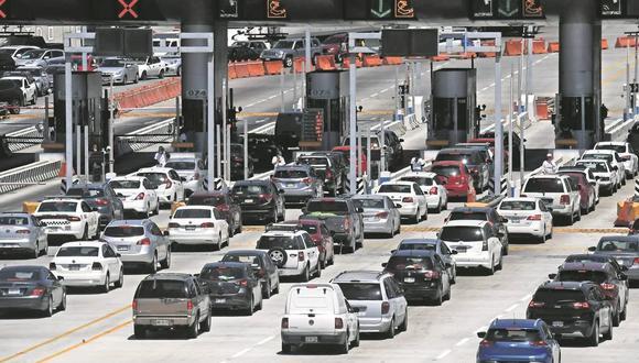 Numerosos viajeros arribaron al Aeropuerto Internacional de la Ciudad de México después del periodo vacacional de Semana Santa. (Foto: Armando Martínez. EL UNIVERSAL).