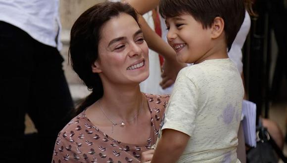 Özge Özpirinçci tiene una relación de casi 10 años con Burak Yamantürk (Foto: Mujer / MF Yapım)