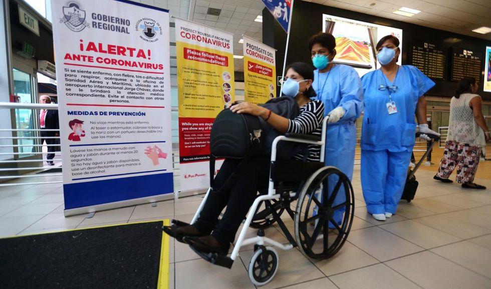 Se realizan medidas preventivas en el aeropuerto. (Foto: Hugo Curotto/GEC)