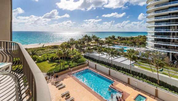 El edificio que se desmoronó en Surfside, Miami, cuenta con piscina y vista al mar. (Compass).