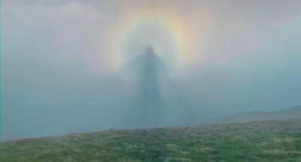 Así es como se ve el denominado 'Espectro de Brocken', un extraño fenómeno que fue captado en el momento perfecto por un montañista. (Foto: SWNS)