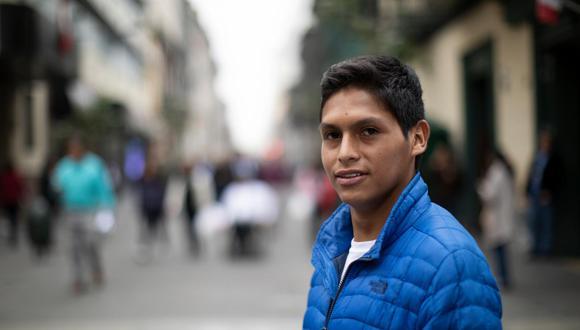 Junior Bejar, protagonista de la película Retablo, en una imagen tomada antes de la crisis sanitaria. (Foto: José Rojas)
