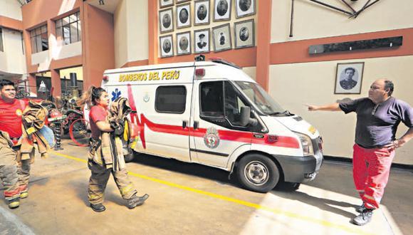 El 82% de las ambulancias del Cuerpo de Bomberos en la capital están fuera de servicio. Indican que tienen pocas mascarillas. (Foto: Manuel Melgar)