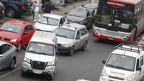Más de 30 mil colectivos operan en las rutas de los corredores complementarios. (Foto: GEC/César Campos)