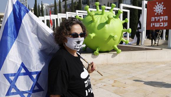 Los israelíes protestan contra el primer ministro Benjamin Netanyahu en medio de la crisis por la pandemia de coronavirus el 5 de enero de 2021. (Foto de JACK GUEZ / AFP).