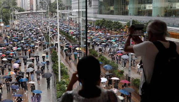 Internet es una herramienta indispensable para el movimiento prodemocracia, que utiliza foros en línea y mensajería encriptada para organizar sus acciones de protesta contra el gobierno de Carrie Lam, que es pro-China. (AP)
