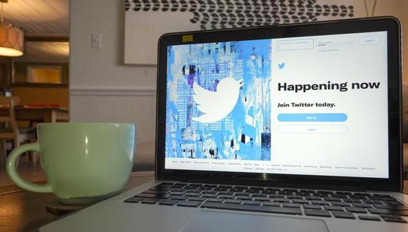 En la foto se aprecia la pantalla de inicio de sesión en Twitter en una computadora el martes 27 de abril de 2021 en Orlando, Florida. (AP Foto/John Raoux)