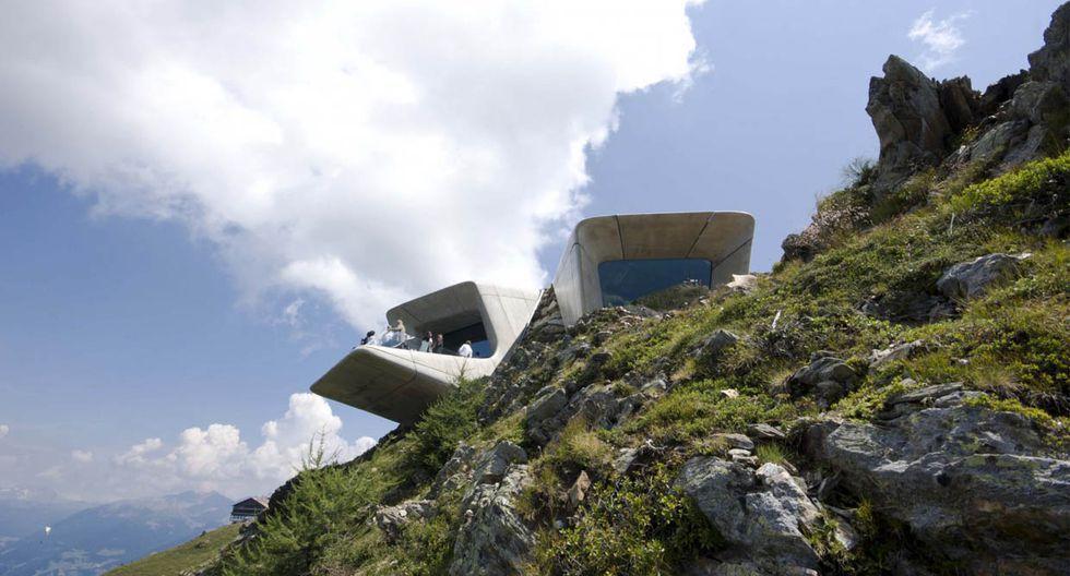 Al estar inmerso en la montaña, las piedras naturales han sido incorporadas en el diseño interior. Eso permite que la temperatura sea adecuada tanto en la temporada fría como en el caluroso verano. (Foto: wisthaler.com / zaha-hadid.com)
